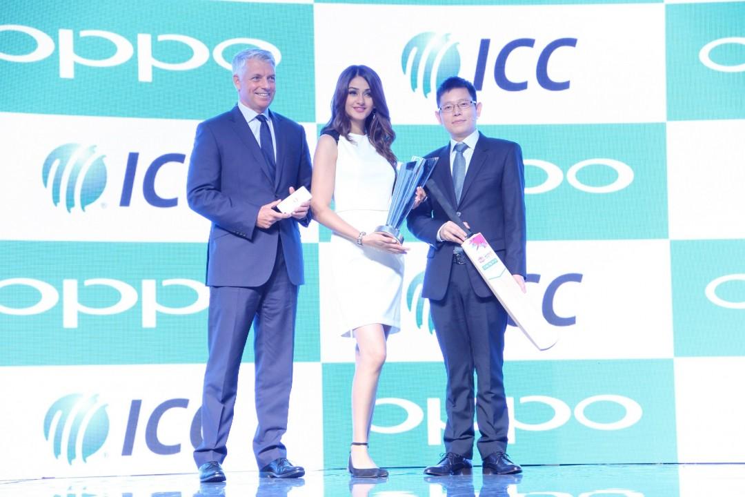 Mr. David Richardson, ICC Chief Executive, Ms Aditi Arya, Miss India 2015 and Sky Li, OPPO Global VP